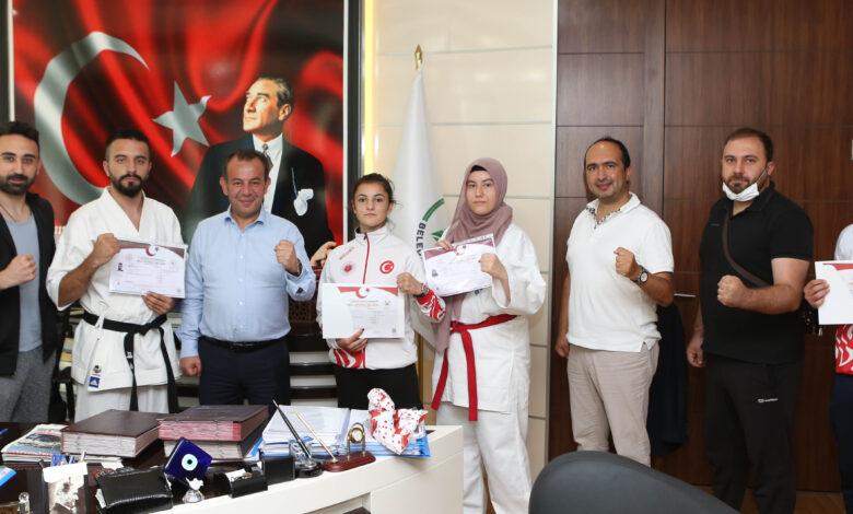 Photo of Bolu Belediye Başkanı Tanju Özcan milli sporcuları ağırladı